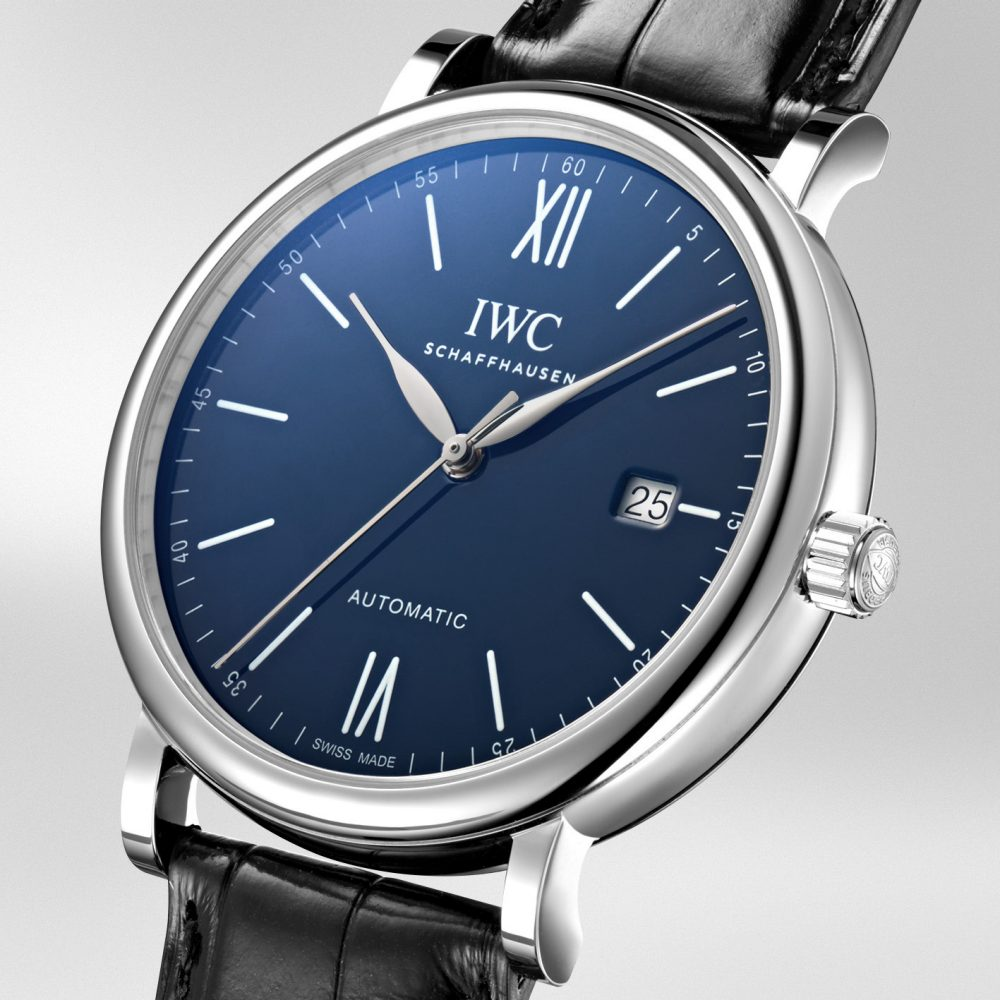 The delicate blue dials can display very basic and practical functions.