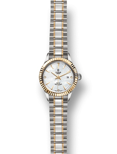 The wrist watches have delicate and exquisite cases with fluted bezels.