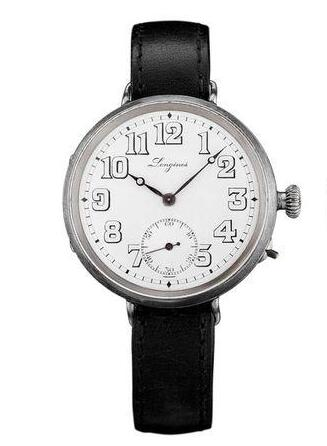 The distinctive Arabic numerals hour markers enhance the glamour of the retro model.