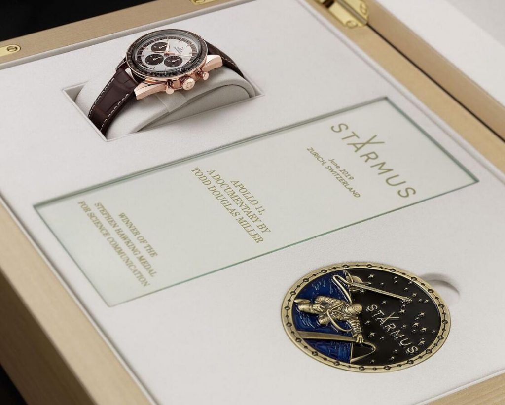 Swiss duplication watches are delicate with Sedna gold.